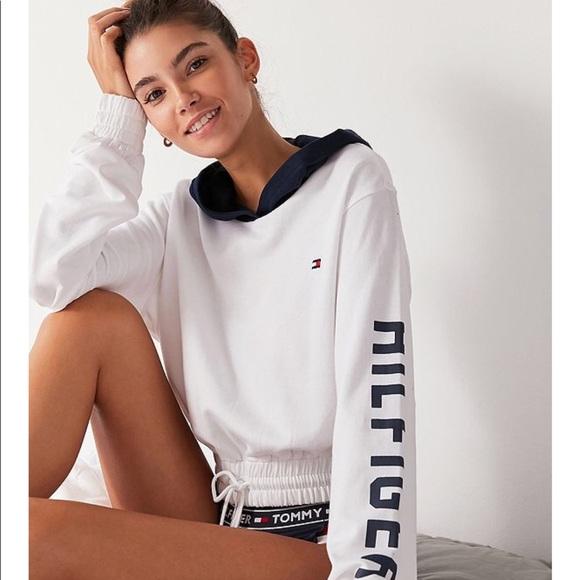 f929bf02 Tommy Hilfiger X UO Colorblock Hoodie Sweatshirt. M_5b59f4c2dcfb5a7a475243fd